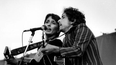 Folk singers Joan Baez and Bob Dylan entertain over 80,000 people gathered at the Rose Bowl in Pasadena, Ca. June 1982. (AP Photo/Lennox McLendon)