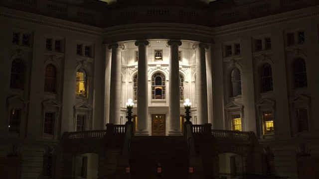 Wisconsin State Capitol at night. (Darin ten Bruggencate/Wikimedia Commons)