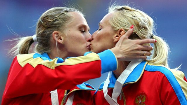 Gold medalists Kseniya Ryzhova and Yulia Gushchina of Russia kiss on the podium during the medal ceremony for the women's 4x400 relay during the 14th IAAF World Athletics Championships at Luzhniki Stadium in Moscow on August 17, 2013 in Moscow, Russia. (Photo by Paul Gilham/Getty Images)