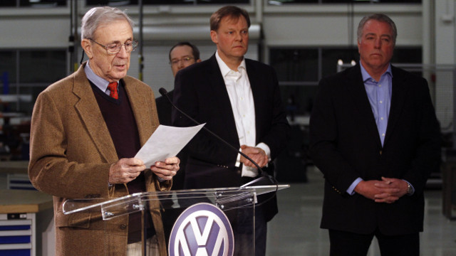 Retired circuit judge Sam Payne, left, announces that Volkswagen employees voted to deny representation by the United Auto Workers union as Frank Fischer, Chairman and CEO of the Volkswagen Group of America, center, and Gary Casteel, UAW Region 8 Director, look on from behind, Feb. 14, 2014, in Chattanooga, Tenn. (AP Photo/Chattanooga Times Free Press, Dan Henry)