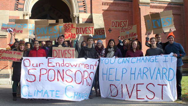 More than 180 faculty and nearly 800 alumni have signed petitions in support of the Divest Harvard campaign. (Photo credit: Divest Harvard)