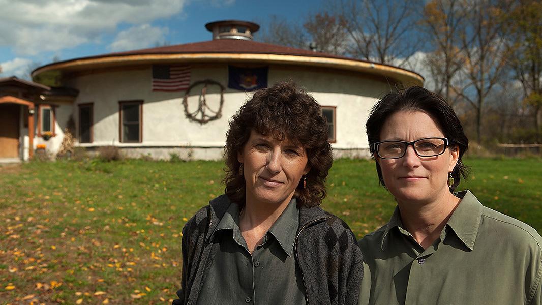 Deborah and Joanne Cipolla-Dennis at their home in Dryden, NY. (Photo: Chris Jordan-Bloch/Earthjustice)