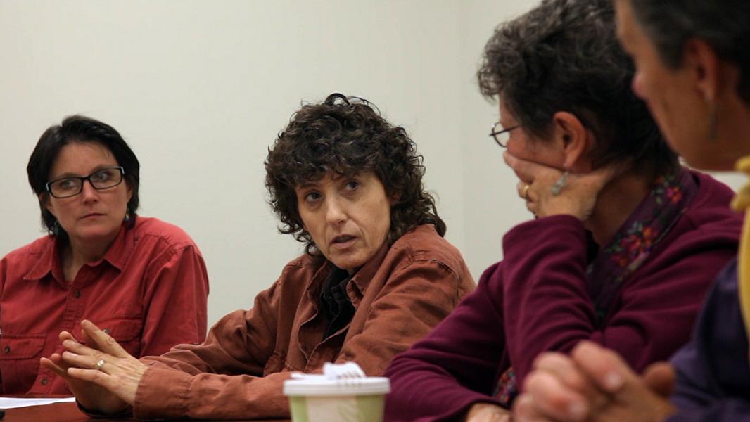 Joanne Cipolla-Dennis at a Dryden Resource Awareness Coalition (DRAC) meeting. (Photo: Chris Jordan-Bloch/Earthjustice)