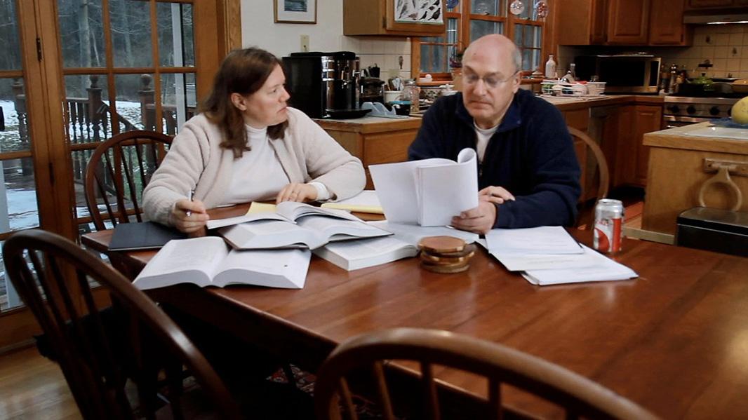 Helen and David Slottje in their upstate New York home. (Photo: Chris Jordan-Bloch/Earthjustice)