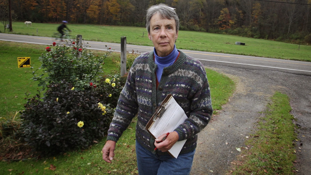 Marie McRae gathers signatures for a petition to ban fracking in Dryden. (Photo: Chris Jordan-Bloch/Earthjustice)