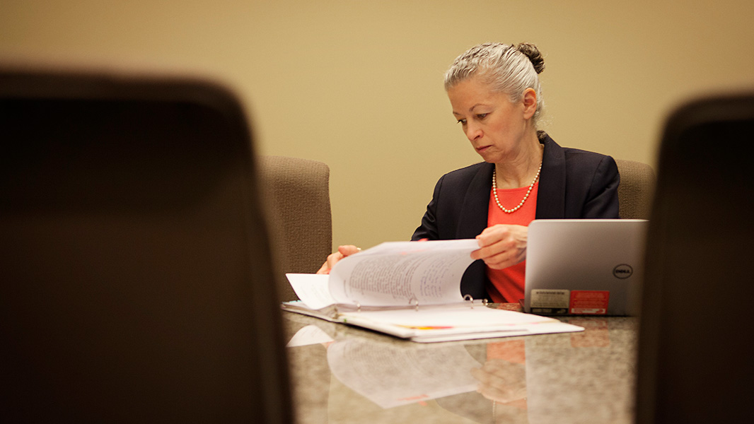 Earthjustice Managing Attorney Deborah Goldberg prepares for oral arguments in the Dryden court case. (Photo: Chris Jordan-Bloch/Earthjustice)
