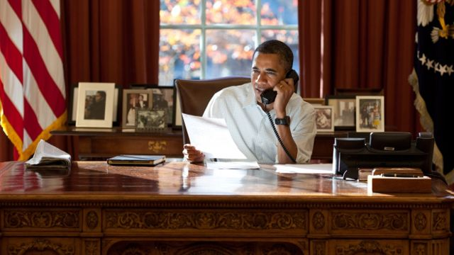 Barack Obama speaks on the phone in the Oval Office. (Image: Whitehouse.gov)