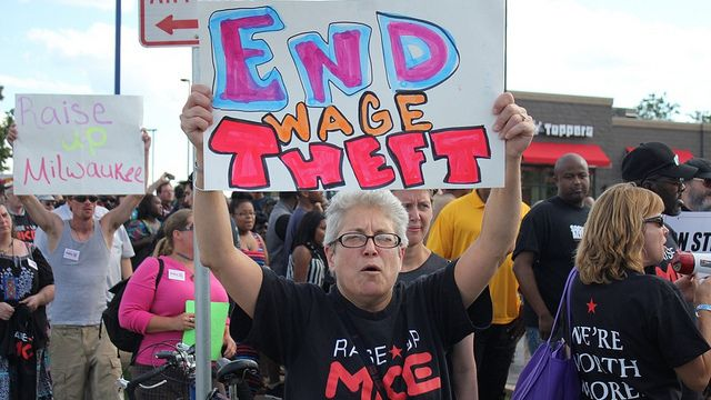 Workers in Milwaukee strike for $15 per hour, Aug. 1, 2013. (Image: Wisconsin Jobs Now.)
