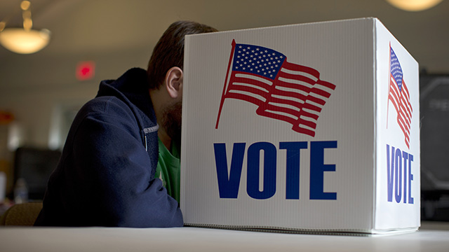 A voter fills our a provisional ballot by hand for the midterm elections at a polling place in Annapolis, Maryland, Nov. 4, 2014. (Photo by Carolyn Kaster/AP)