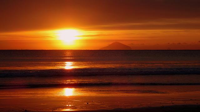 Sunrise at Shirahama Ohama Beach, in Shirahama, Japan. (Photo: Izu navi/flickr CC 2.0)