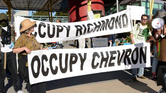 Protest against Chevron in Richmond, California in  April 2012. (Photo: Daniel Arauz/flickr CC 2.0)/ edited from original)