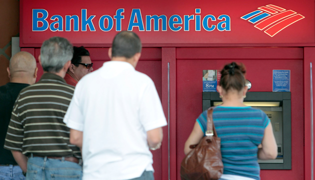 people using Bank of America ATMS