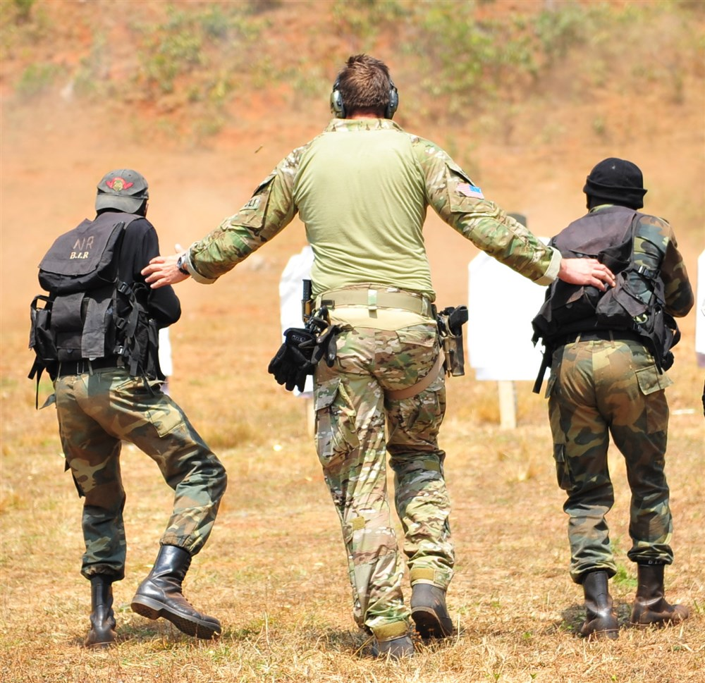 A member of the US Special Operations forces guides two soldiers from Cameroon's 3rd Battalion Intervention Rapid (BIR) during a 2013 training event. (Photo by Air Force Master Sgt. Larry W. Carpenter Jr.)