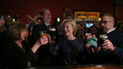 Democratic presidential candidate Hillary Clinton enjoys a pint of Guinness beer in March at O'Donold's Irish Pub and Grill in Youngstown, Ohio. On Saturday, she'll return to the hard-hit former steel town with her running mate, Sen. Tim Kaine (D-VA). (Photo: Justin Sullivan/Getty Images)