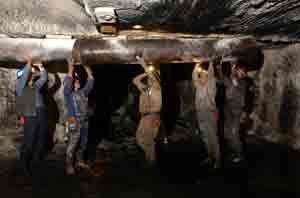 Coal miners reinforce an air shaft at the Mathies coal mine in western Pennsylvania on Aug. 26, 2001. (Photo by Spencer Platt/Getty Images)