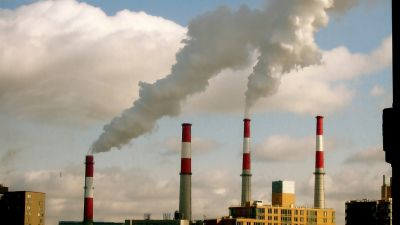 Power plant along the East River in New York, Jan. 15, 2009. (Photo by Wladimir Labeikovsky/ flickr CC 2.0)