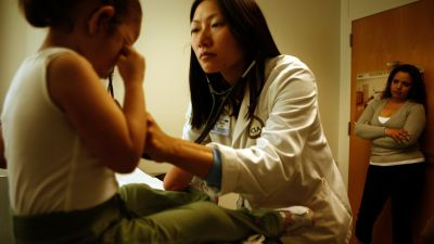 Fourth–-year medical student Kellie Lim checks one of her patients during rounds at the UCLA Medical Center pediatrics ward. (Photo by Mark Boster/Los Angeles Times via Getty Images)