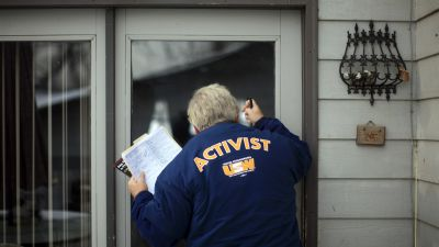 Volunteer Robert Lark of West Middlesex, Pennsylvania, knocks on a door on Dec. 31, 2007 while canvassing a neighborhood in Des Moines in advance of the 2008 Iowa Caucuses. The activists working with Knock Every Door aim for a different kind of canvassing experience than that of campaign workers. (Photo by Eric Thayer/Getty Images)