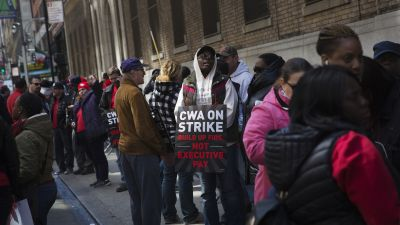 Members of the Communications Workers of America (CWA) strike outside the Verizon tower in New York, on Wednesday, April 13, 2016. (Photo by Victor J. Blue/Bloomberg via Getty Images)