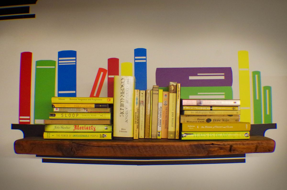 """Literacenter filled with books. (Photo by <a href=""""https://www.flickr.com/photos/smartchicagocollaborative/29694957933/in/dateposted/"""" target=""""_blank"""">Smart Chicago Collaborative</a>   Flickr <a href=""""https://creativecommons.org/licenses/by/2.0/"""" target=""""_blank"""">CC 2.0</a>)"""