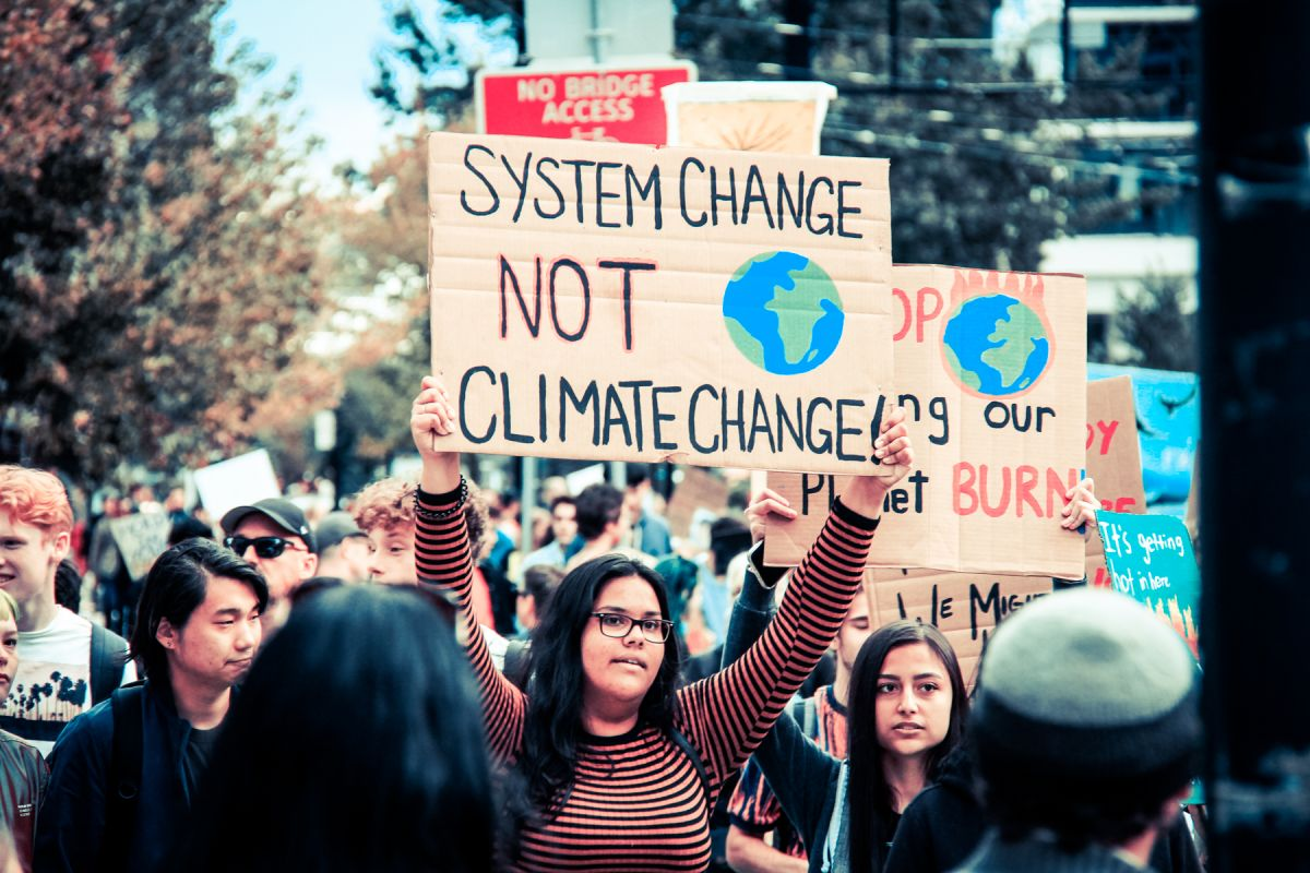 Over 100,000 marched in Vancouver in solidarity with the youth of the world in the September 27, 2019 Climate Strike. (Photo by Chris Yakimov | Flicker CC2.0)